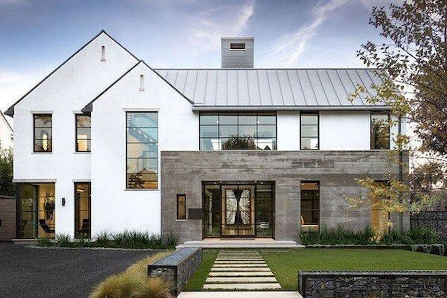 Pin By Marina Giovannetti On House Plans Modern Farmhouse Exterior House Exterior Modern Exterior