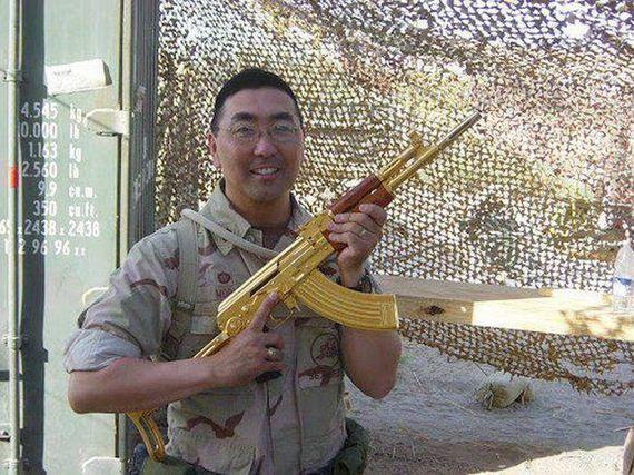 Pappa bush forsag saddam med vapen