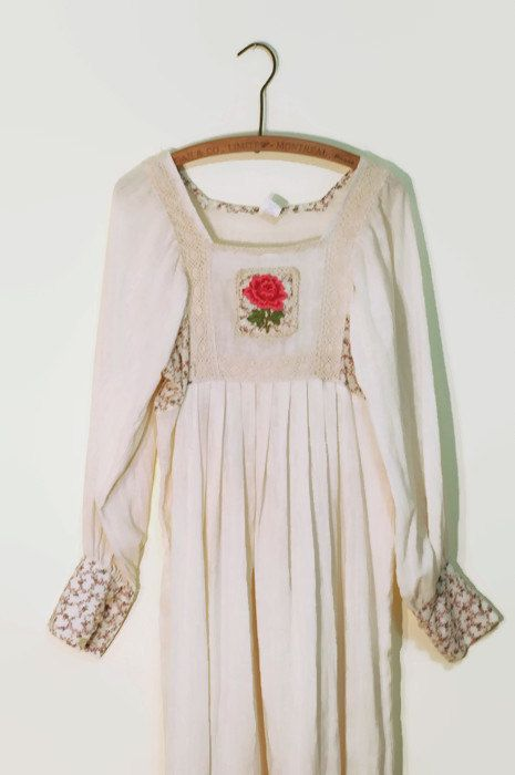 Hoi! Ik heb een geweldige listing op Etsy gevonden: https://www.etsy.com/nl/listing/464915953/jaren-1970-haakwerk-maxi-jurk-mexicaanse