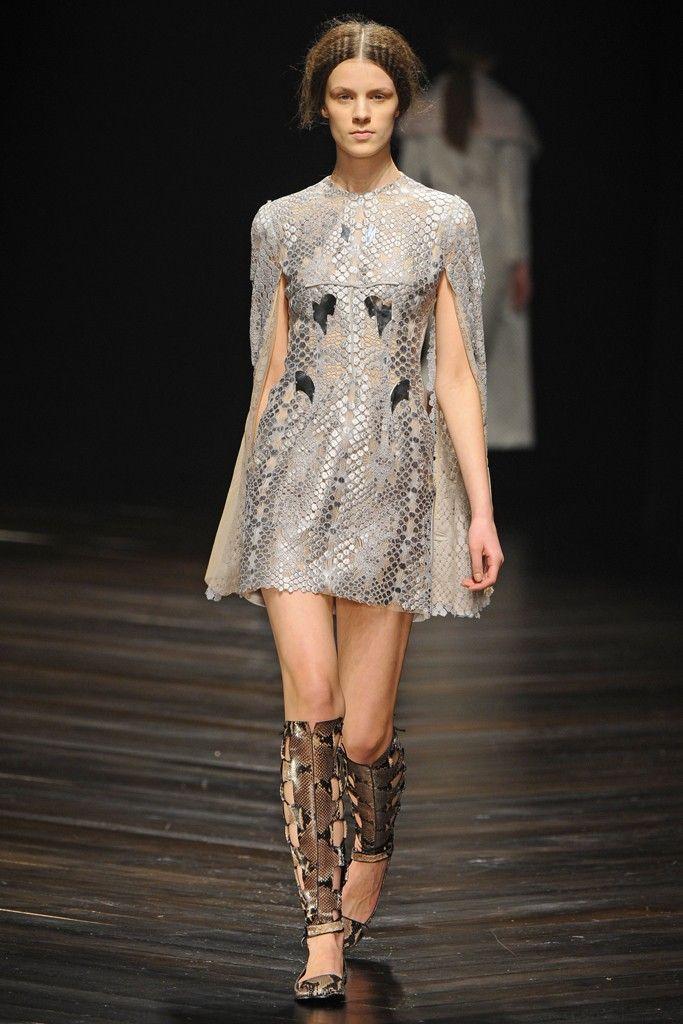 Marios Schwab RTW Fall 2013. cape sleeve. #fall2013 #london #fashionweek