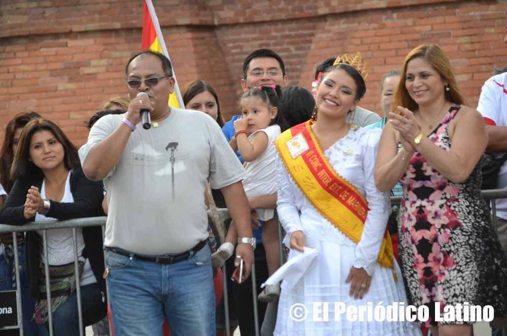 Correspondió al dirigente peruano Alberto Aguirre Herrera en nombre de los organizadores pronunciar su mensaje de bienvenida a los asistentes que llegaron a disfrutar de la tradicional Marinera peruana. A su lado la Reina Marinera Lucero Chavarría y la presidenta del la asociación Carmen Carbonell Revilla.