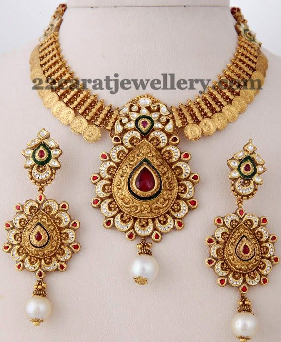Jewellery Designs Kasu Necklace with Heavy Locket Pendents