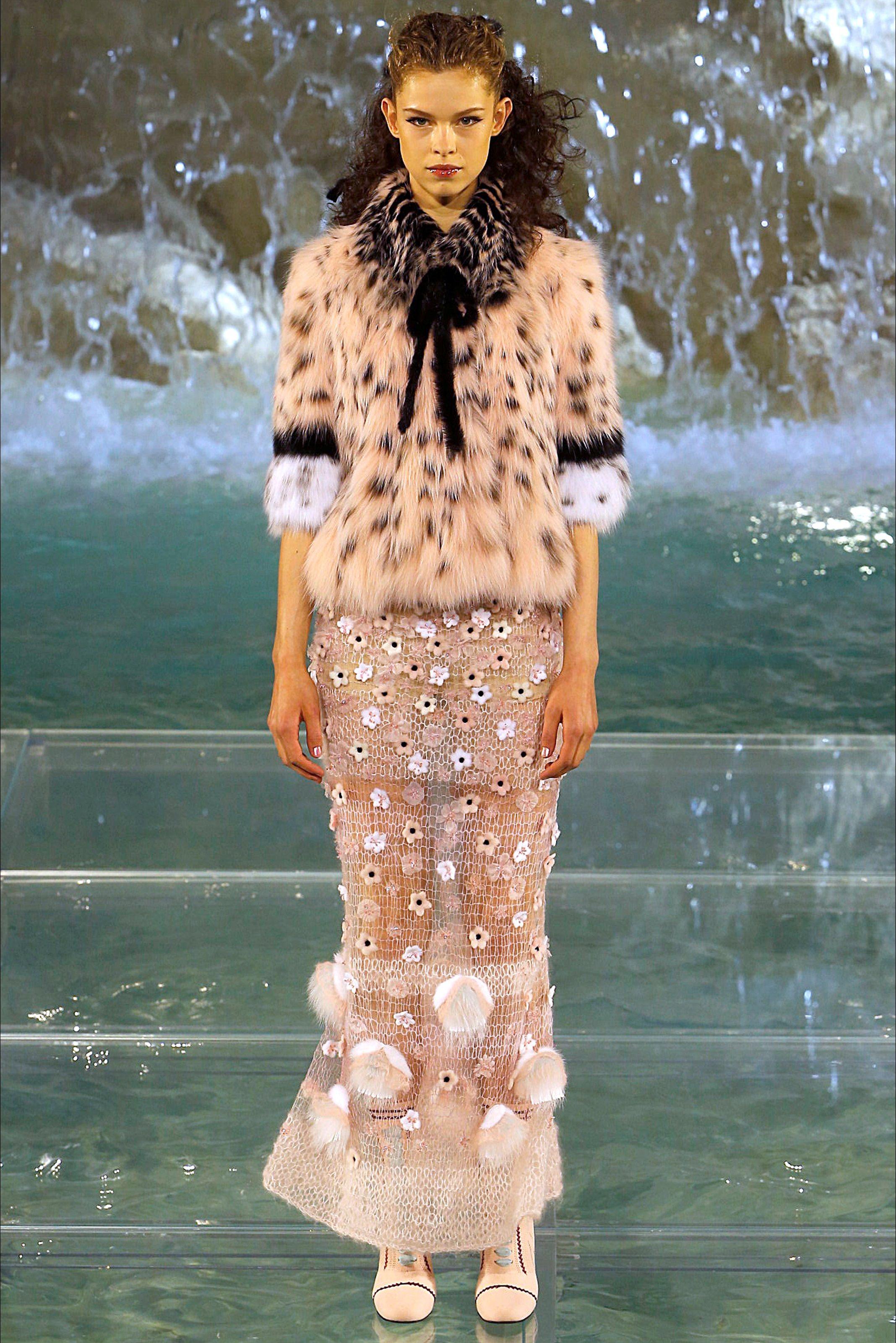 reputable site 57e7a e75fc Guarda la sfilata di moda Fendi a Roma e scopri la ...