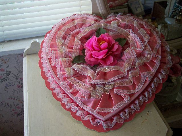 Vintage Valentine box. I remember when I always used wish for one of these boxes on Valentines Day....