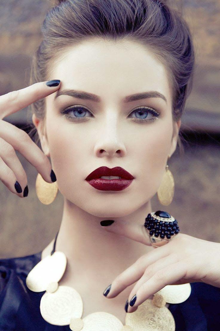 Lipstick / Wine Color / Blue Eyes / Pale / Makeup / Style