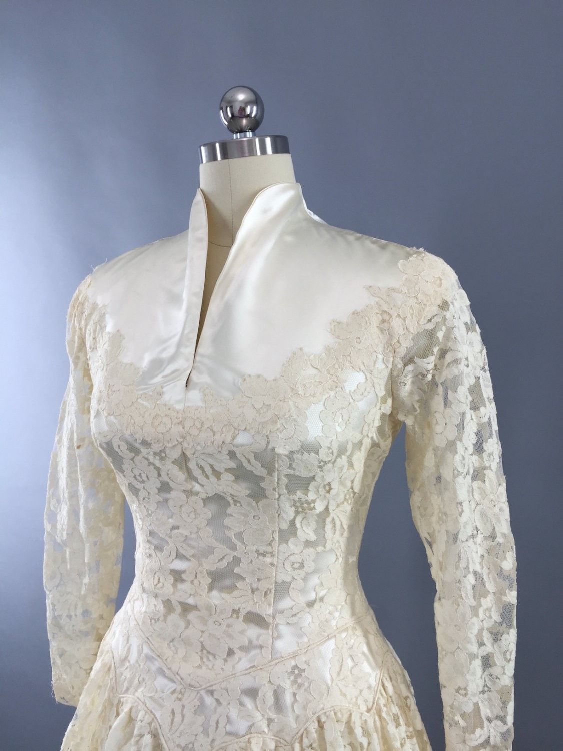 S vintage ivory lace and satin wedding dress in couture