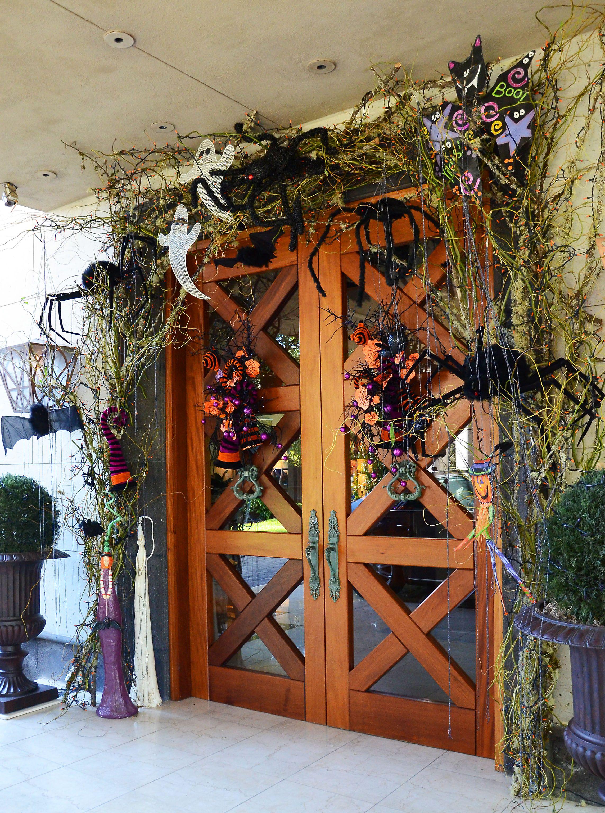 Halloween front door decor idea - from Regina Gust, interior - halloween front door decor