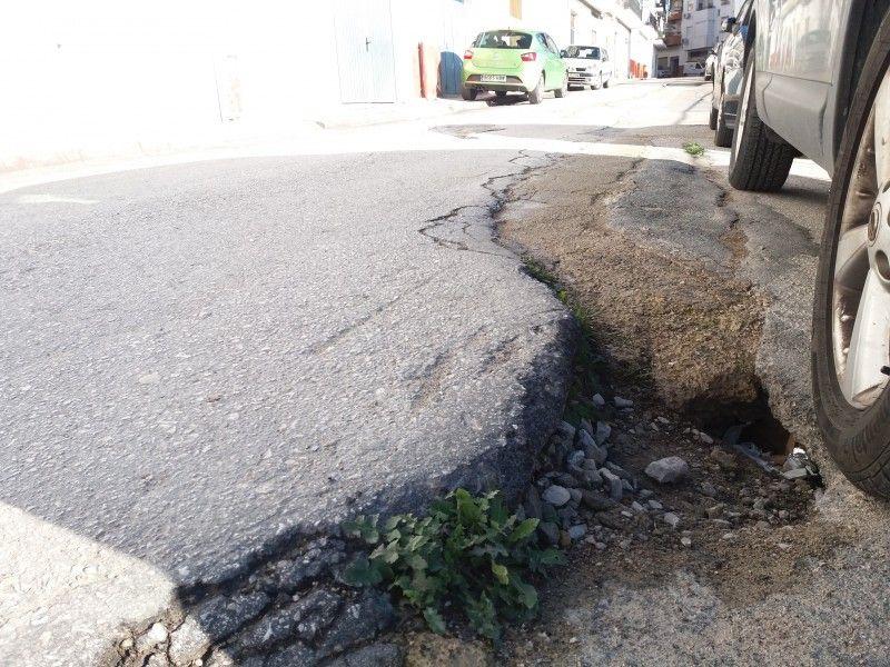 El PSOE denuncia el lamentable estado de la calle alcalde Cancio Uribe