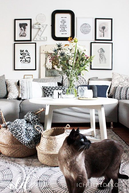 Wohnzimmer im Vintage Boho Look mit frischen Blumen & Dekokörben aus ...