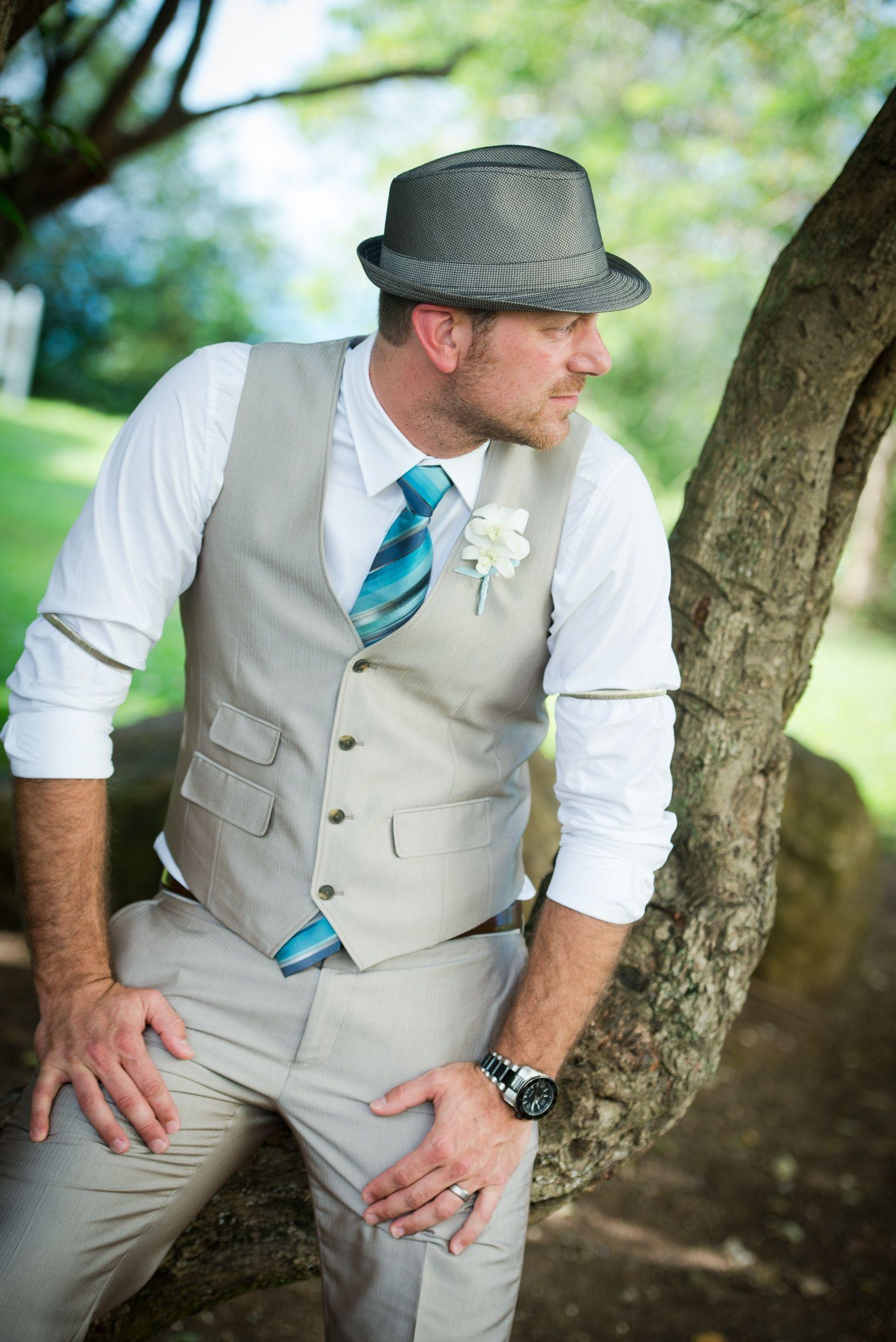 Traje de novio para una boda vintage