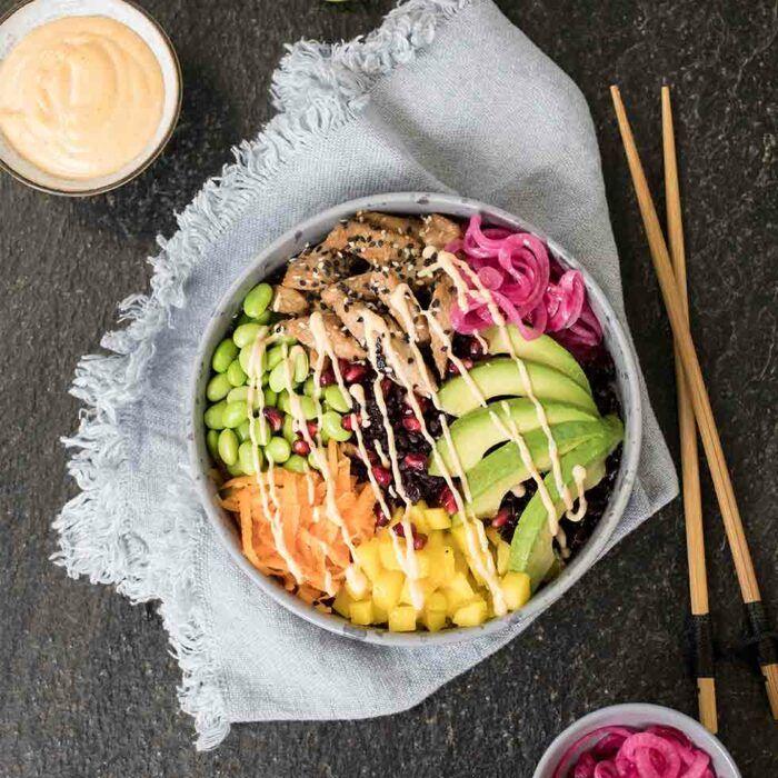 Poké bowl med kyckling eller lax