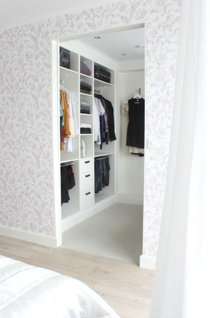 Walk in closet gray and white wall design maybe wall for Walk in closet white