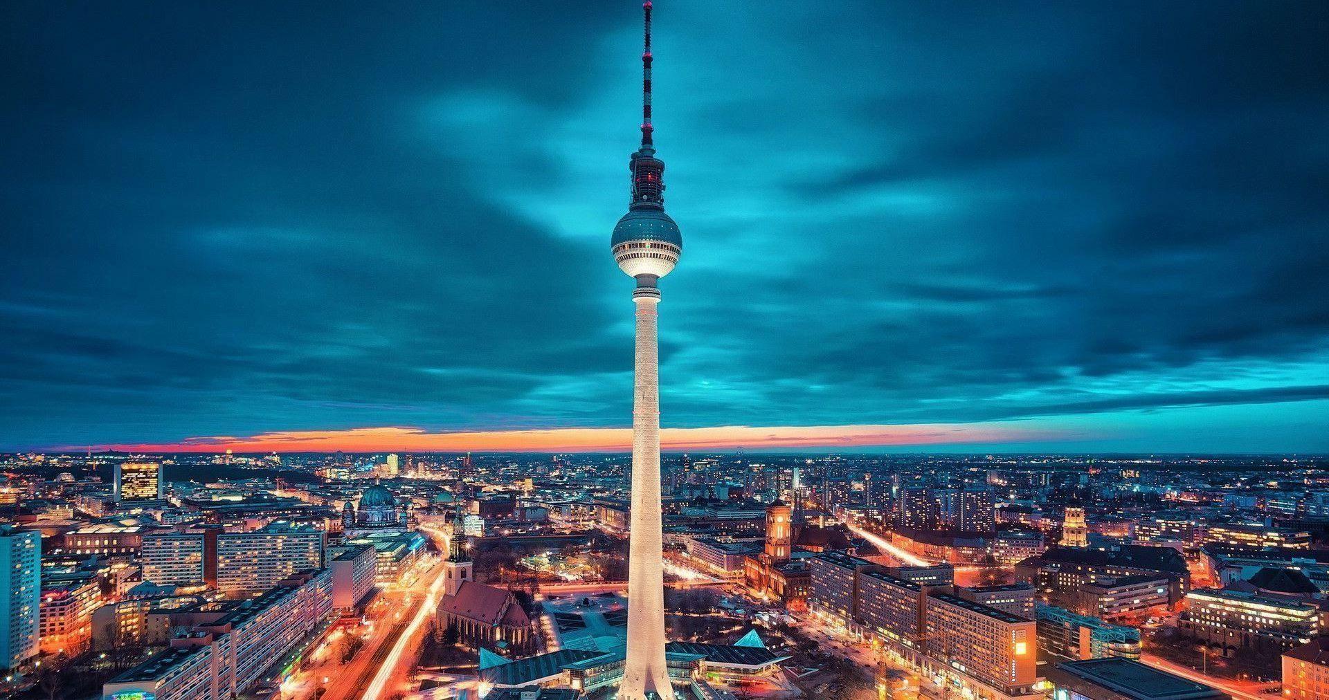 Berliner Fernsehturm In Love In The Last Days Of Renaissance Berlin Travel Berlin City Berlin