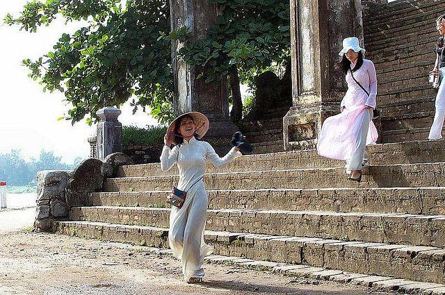 Vietnamese girls in traditional dress
