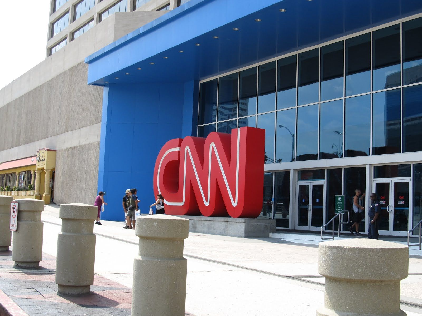 Cnn Phone Number To Call To Contact Cnn For Customer Service Technical Support Help And To Reach A Live Person Phone Numbers Phone Customer Service