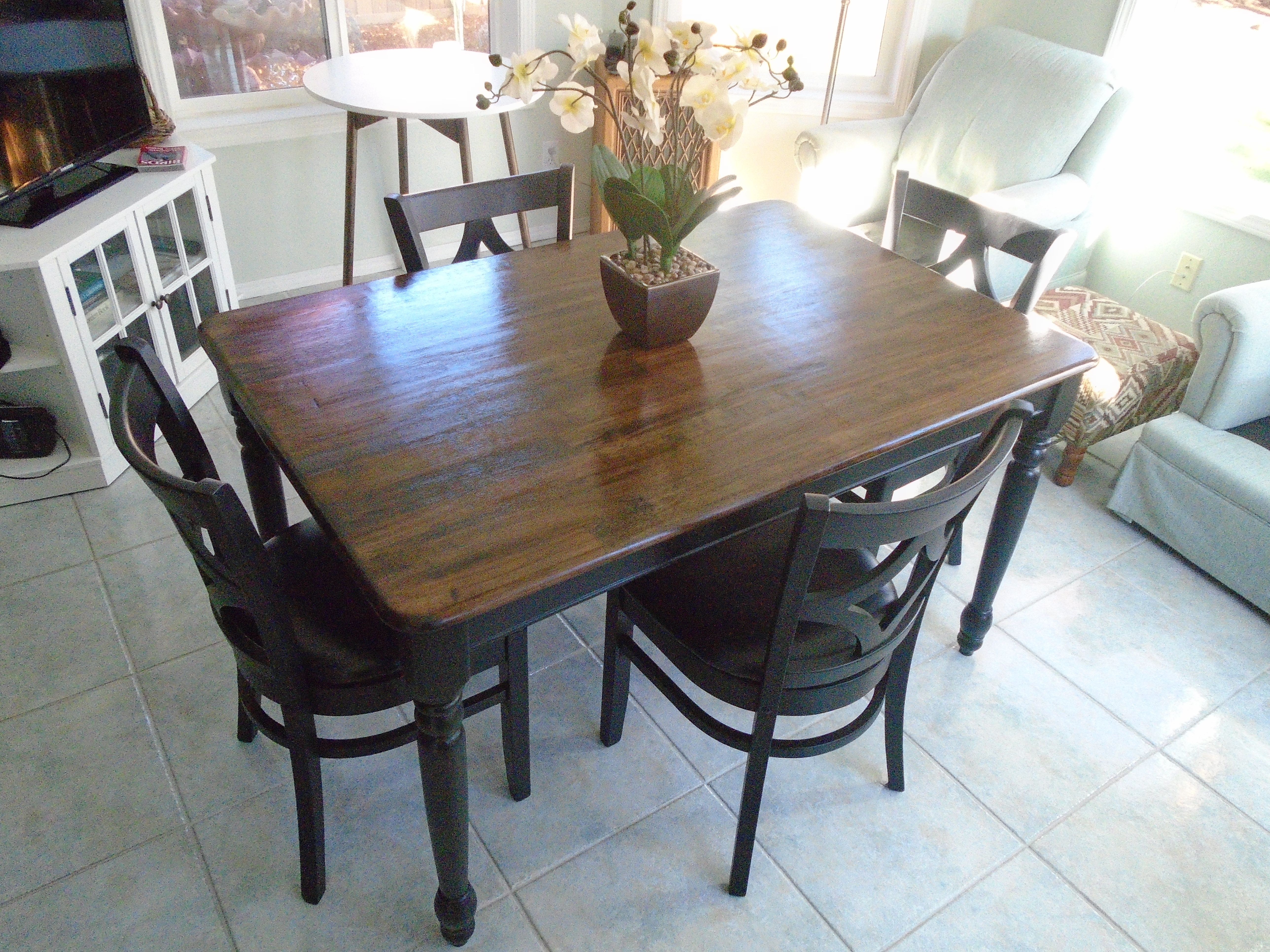 Table painted farmhouse table and chairs - Rustic Farmhouse Table Brown Stained Top Black Painted Legs 4 Black Chairs Black