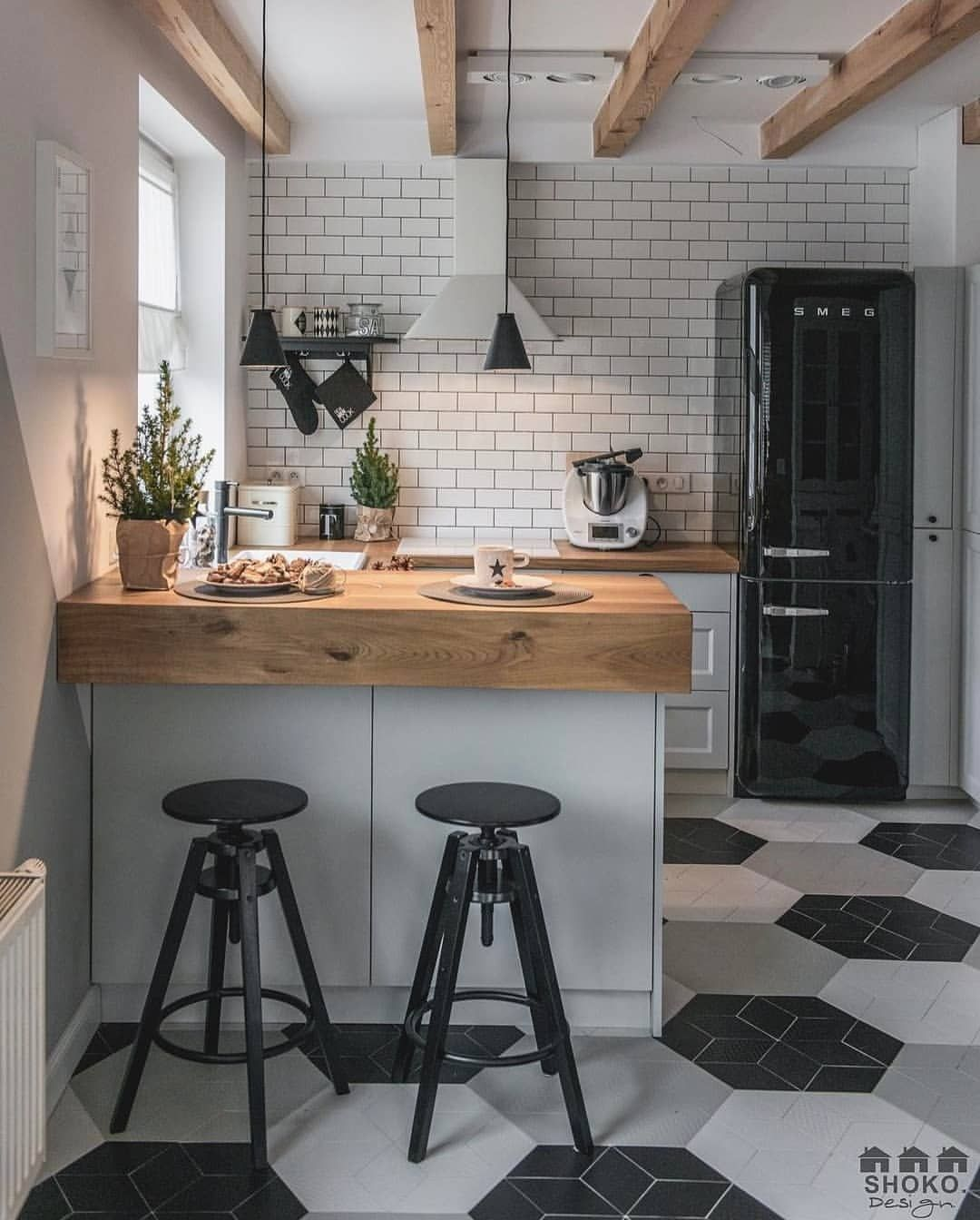 Archbuzzer Beautiful Small Cozy Kitchen From Project Poudre No 22 Is Designed By Shokodesig Kitchen Design Small Interior Design Kitchen Home Decor Kitchen
