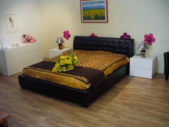 Ecco il #letto #ecopelle #Chamonix Presente nel nostro showroom di #LocBeinaschi #Fascia #Genova  #PoggiArredamenti