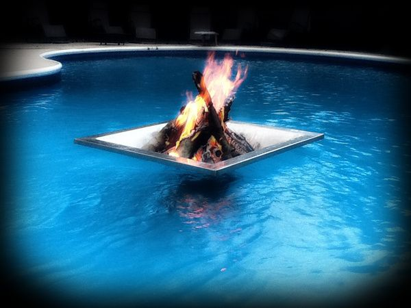 A Floating Fire Pit For Your Swimming Pool Pool Accessories Pavers Firepit Zwembaden Zwembad Tuin