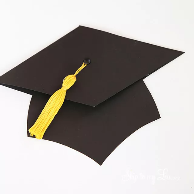 11 Free Printable Graduation Cards For 2020 In 2020 Diy Graduation Cap Graduation Diy Gift Card Holder