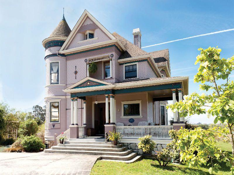 Real Estate Listings On Hgtv S Frontdoor Hgtv Frontdoor Victorian Homes House Victorian Architecture