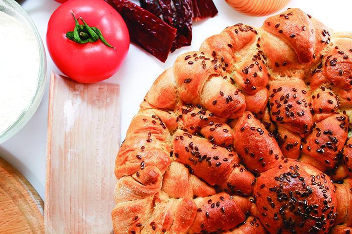 Pogača od kiflica #Lan se u ishrani može koristiti na više načina. Celim semenkama obogatiće testo za hleb, kifle ili kolače. Sveže samlevene semenke lana mogu se dodavati različitim jelima, žitaricama, salatama, supama od povrća, sarmama