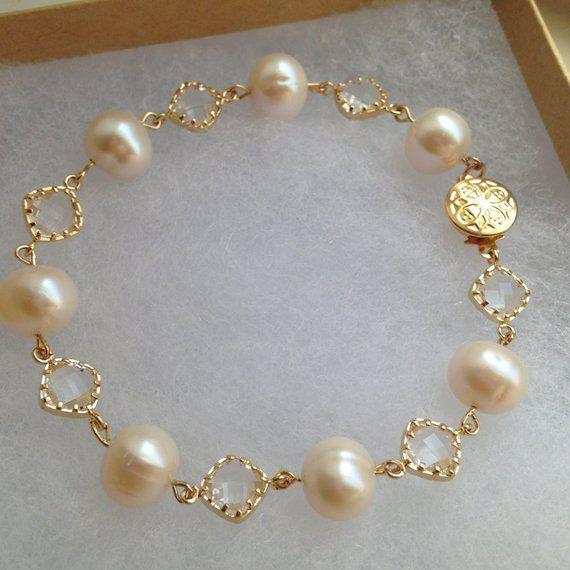 Gold Freshwater Pearl Crystal Bracelet - Freshwater Pearl Jewelry - Crystal Bracelet Gold Clear Jewelry - Bridal Jewelry - Wedding Jewelry #pearljewelry