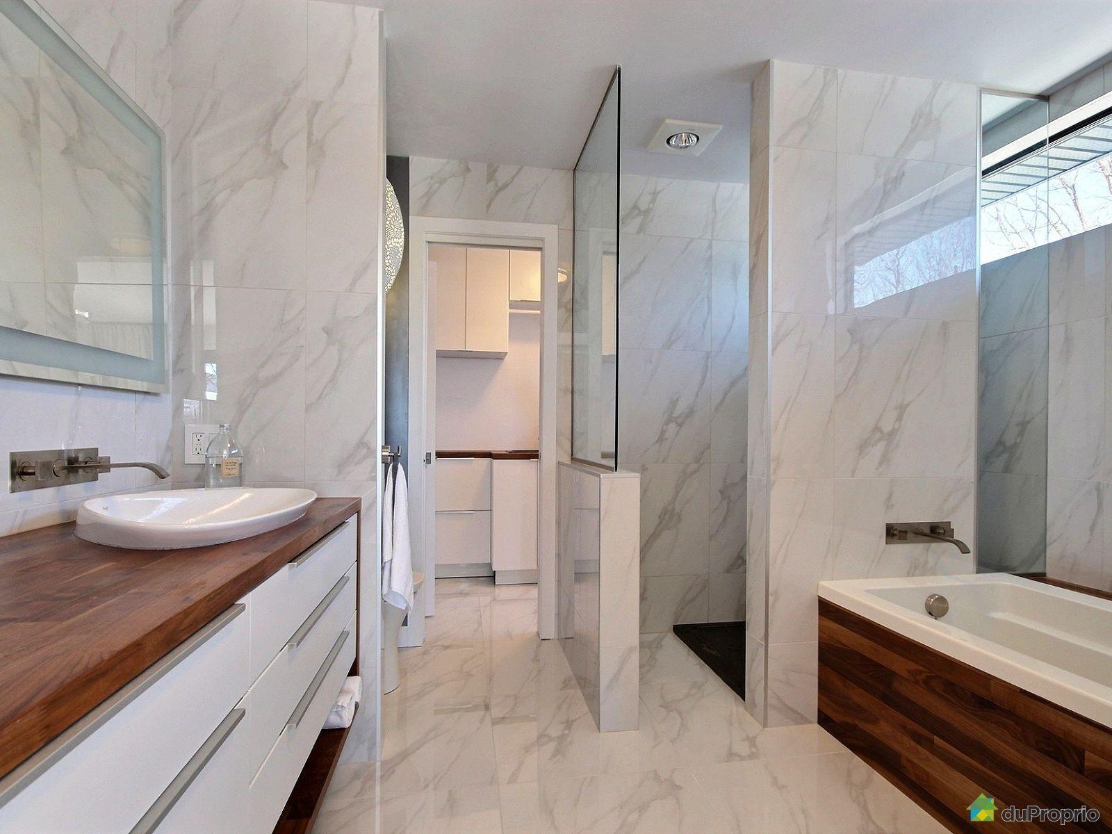Aquarine Salle De Bain ~ une salle de bain en marbre blanc magnifique ces ajout de bois sur