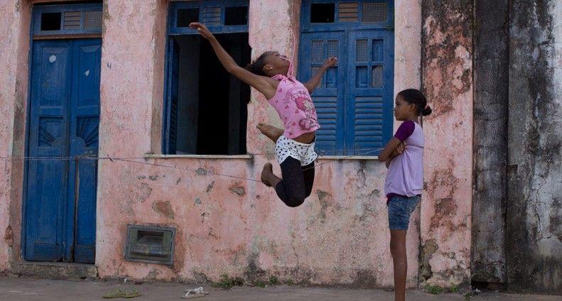 David Reeks e Renata Meirelles viajaram pelo Brasil com os filhos na tentativa de captar a essência das brincadeiras das crianças