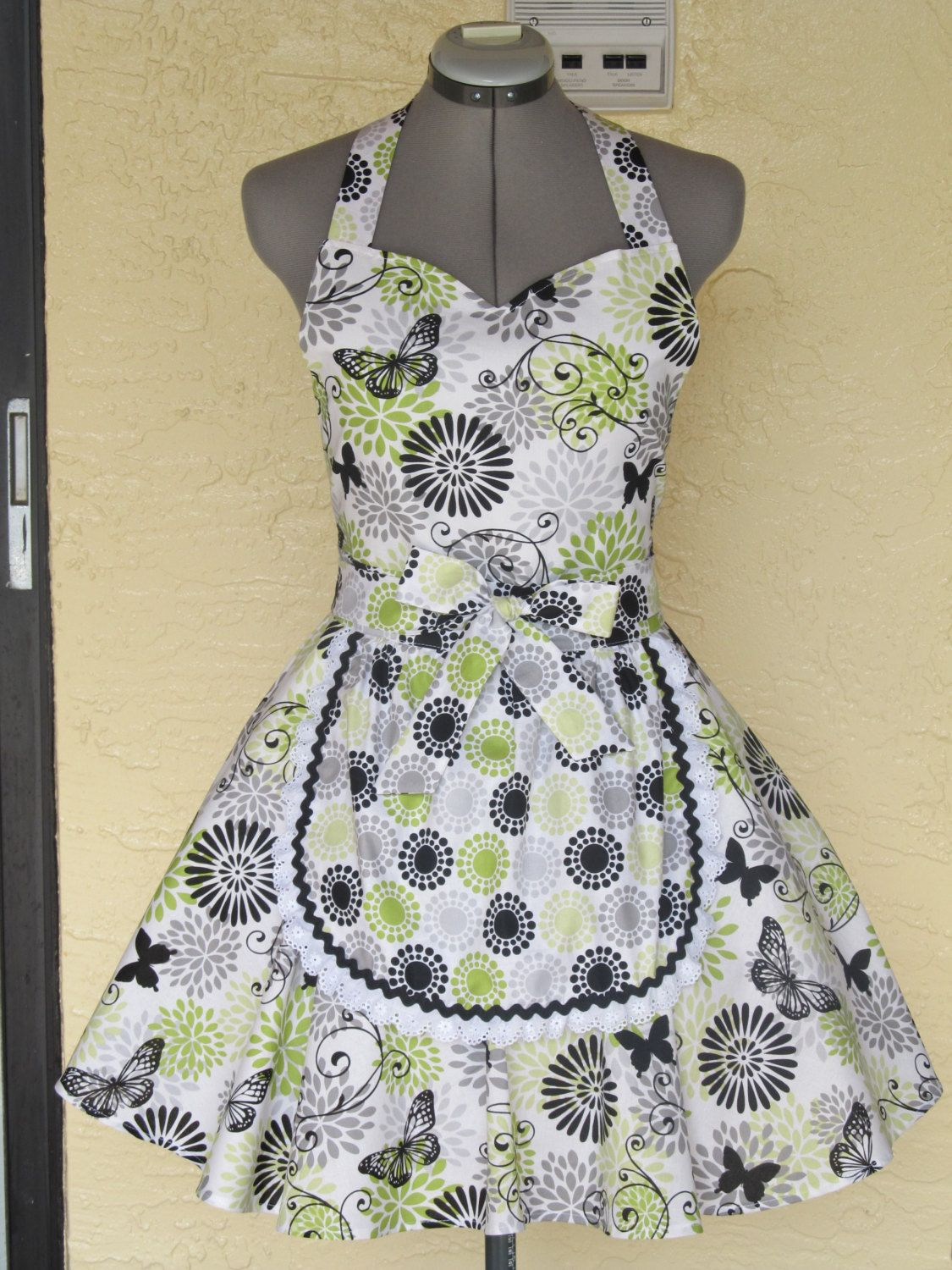 Retro Chic full of flounce apron - Butterflies and Flowers - Ready ...