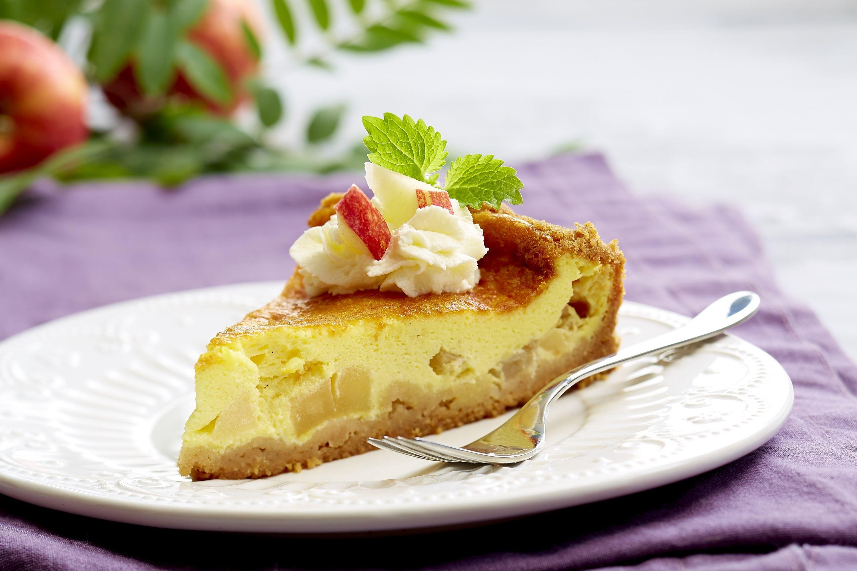 Ostekaker finnes i hundrevis av varianter. Her er en supergod variant med biter av eple. Kjempegod som dessert eller til kaffen.