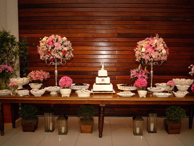 Casamento em rosa e marrom: dupla compõe diferentes estilos de decoração -