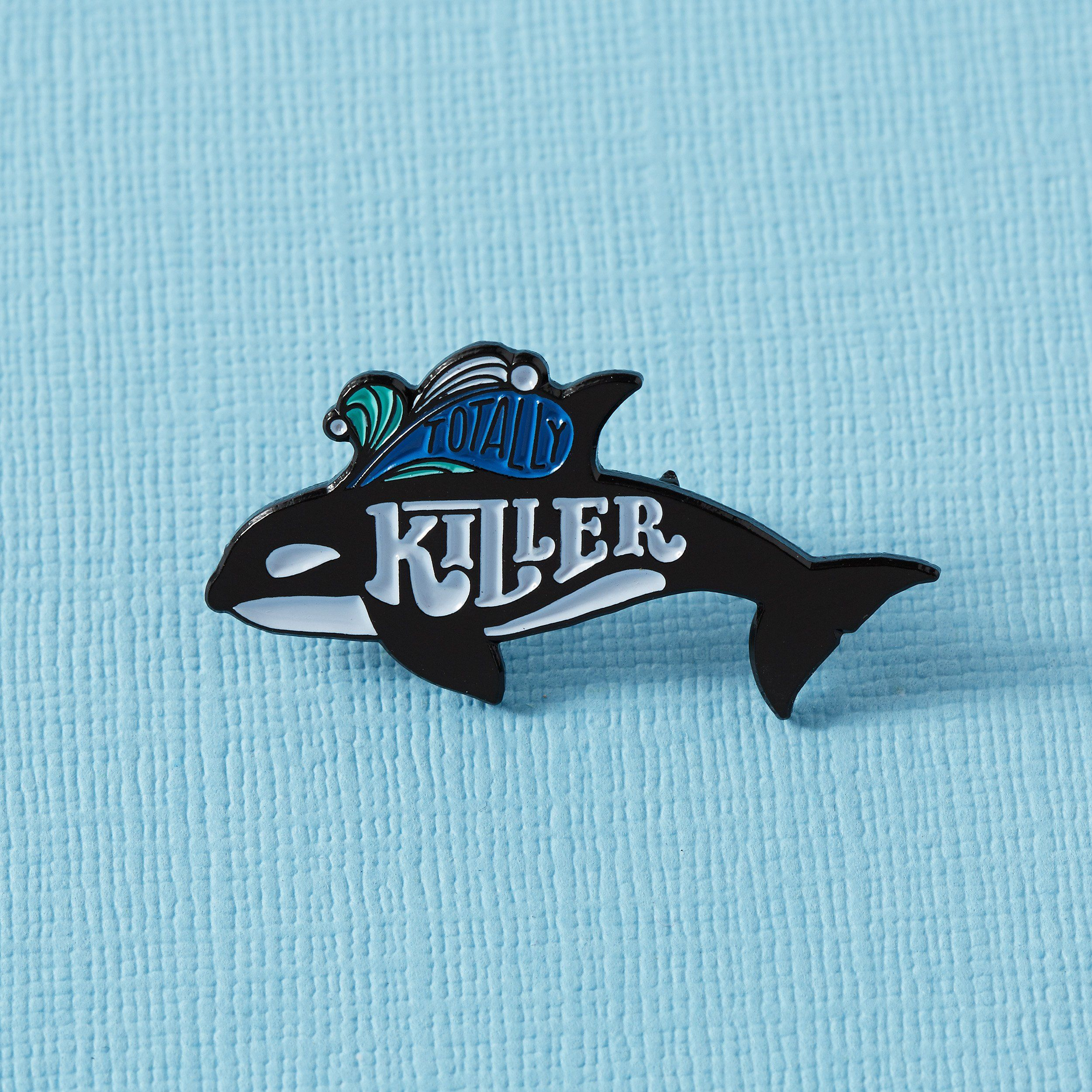 NEW BLUE WHALE WILDLIFE ANIMAL LAPEL PIN BADGE .