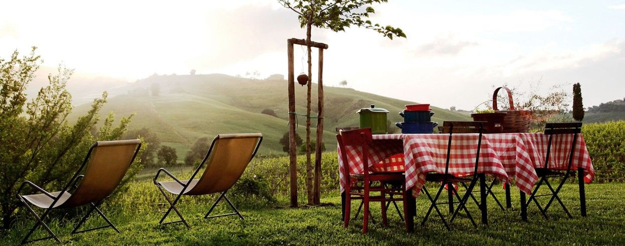 Follonico 4 Suite B&B: There's no restaurant but breakfast can be taken alfresco.