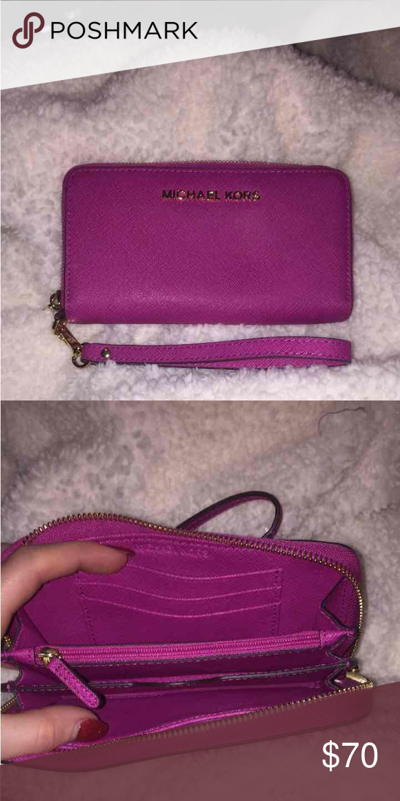 a973dc88d8830 NEVER USED AUTHENTIC MICHAEL KORS JET SET WRISTLET IN FUCHSIA