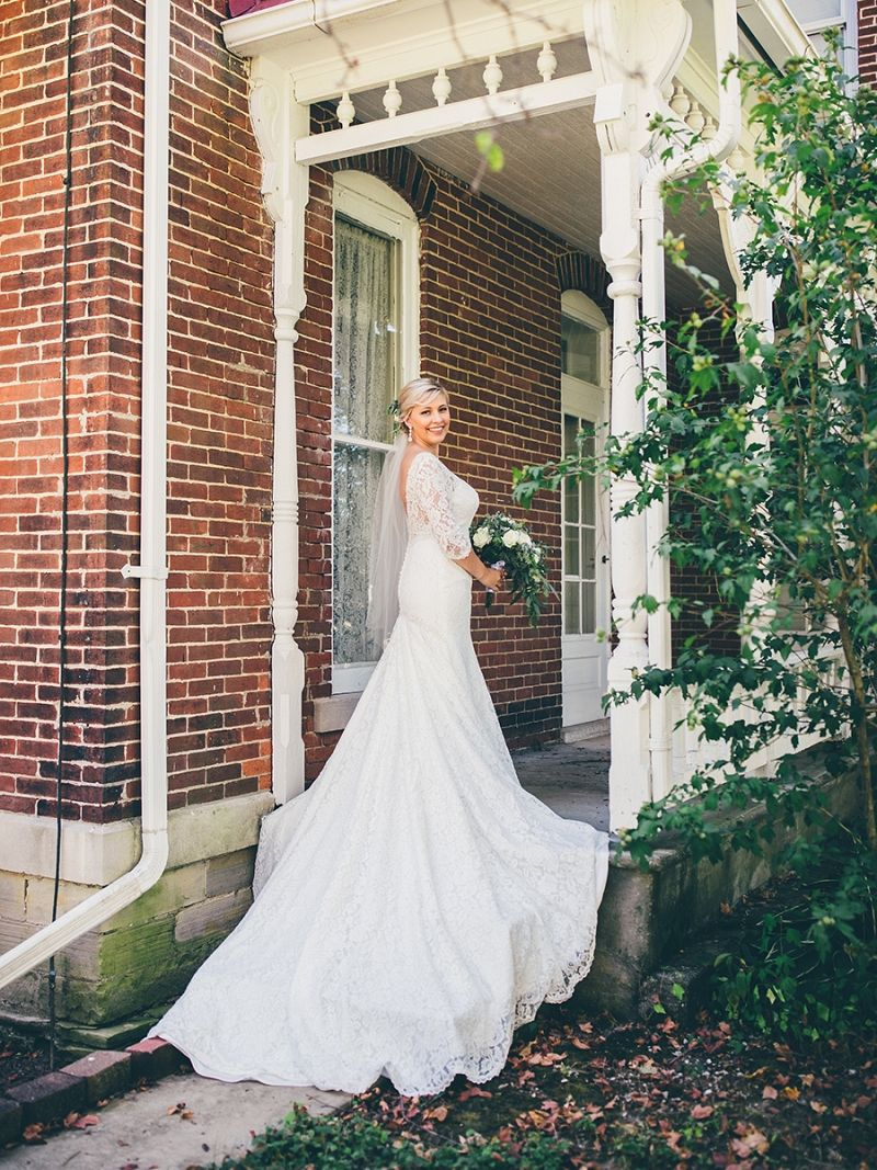 Moonlight Bride Maddisen Took Everyone S Breath Away In This Classic Romantic Old Hollywood Lo Modest Wedding Dresses Wedding Gowns Mermaid Wedding Gowns Lace [ 1067 x 800 Pixel ]