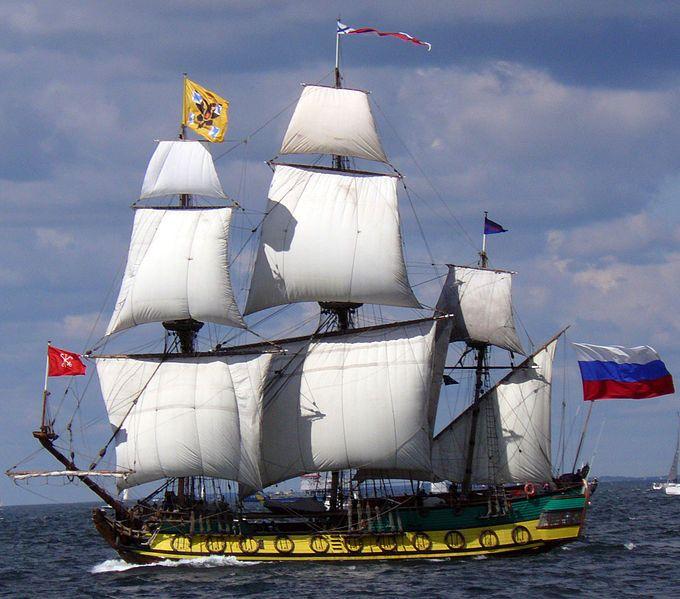 """le """"Shtandart"""", un trois mâts carré russe, à quai dans le bassin Vauban (Saint-Malo), le 20 octobre 2013. Construit en 5 ans sur les rives de la Neva, entre 1994 à 1999, le """"Shtandart"""" est la réplique d'une frégate russe du XVIIIe siècle dessinée par le Tsar Pierre le Grand."""