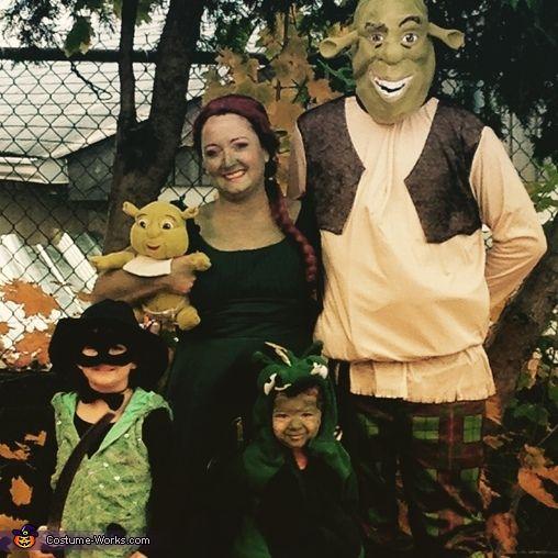 Shrek Family Halloween Costume Contest At Costume Works Com Family Costumes Family Halloween Costumes Family Halloween