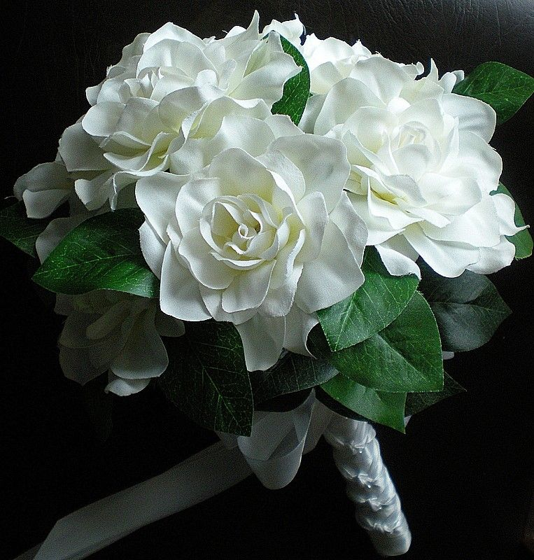 A Charming Wedding Flower Bouquet Including Gardenias And Other White Flowers Simple Elegant Gardenia Bouquet Gardenia Wedding Flowers Wedding Flower Types