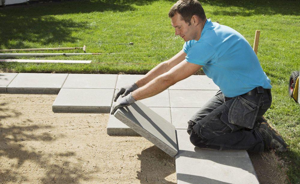 Terrassenplatten verlegen: So geht's