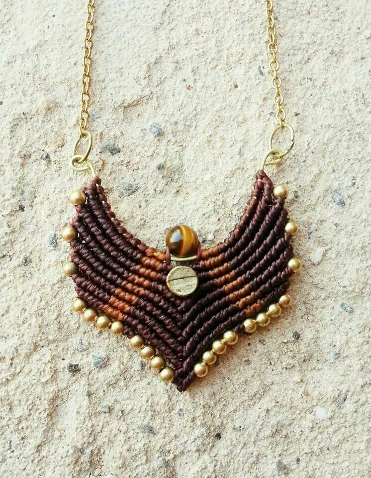 Colgante tejido con hilo encerado sobre bronce con detalle de piedra ojo de Tigre. https://www.facebook.com/macrameraices?ref=hl
