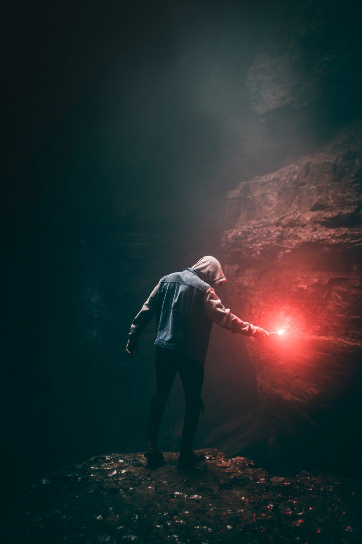 Sound The Alarms Throw Up Some Flares Because This Girl Is Scared Here S What The Last Few Days Of Captivity Looked Like Dark Photography Levitation Photography Photo Hd wallpaper black hoodie angel boy