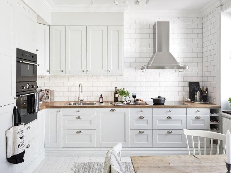 Biala Kuchnia Z Drewnianym Blatem Szukaj W Google Kitchen Design Modern Kitchen Design Kitchen Interior