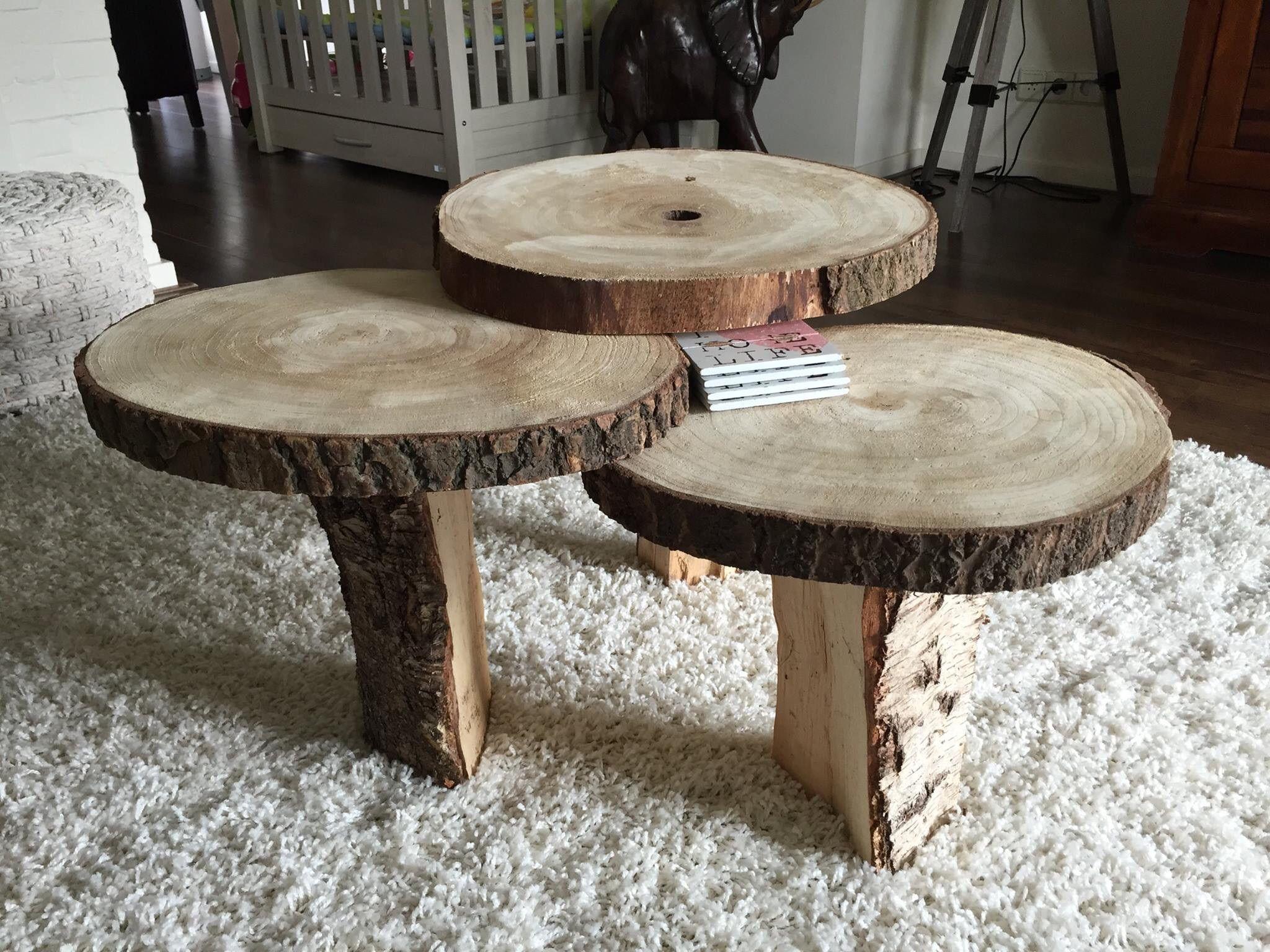 Toffe tafeltjes gemaakt met de boomschijven diy met for Boomschijven decoratie
