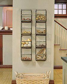Martha 39 s vintage wall rack maisons rouges organisation for Organisation petite cuisine