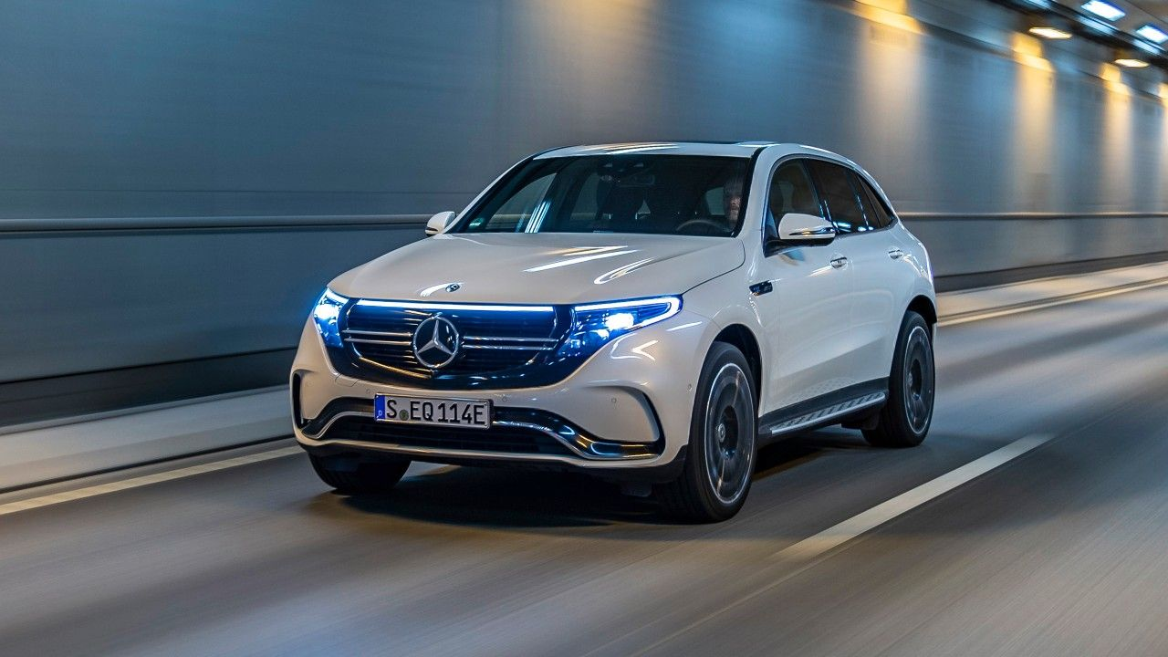 Mit Dem Eqc 400 4matic Bringt Mercedes Benz Das Erste Fahrzeug Der Produkt Und Technologiemarke Eq Auf Den Markt Mercedes Mercedes Benz Benz