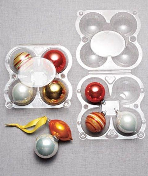 Utiliza recipientes de manzanas para guardar adornos. | 51 Maneras fáciles de transformar las cosas del día a día