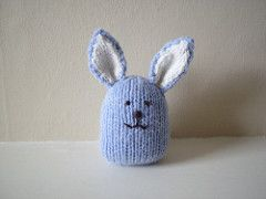These little bunnies are quickly knitted with small amounts of double knitting weight yarn. They are about 8 cm tall (not counting the ears) and are weighted with beans so they can stand up on their own. These would make a good gift for Easter or at any time of the year.