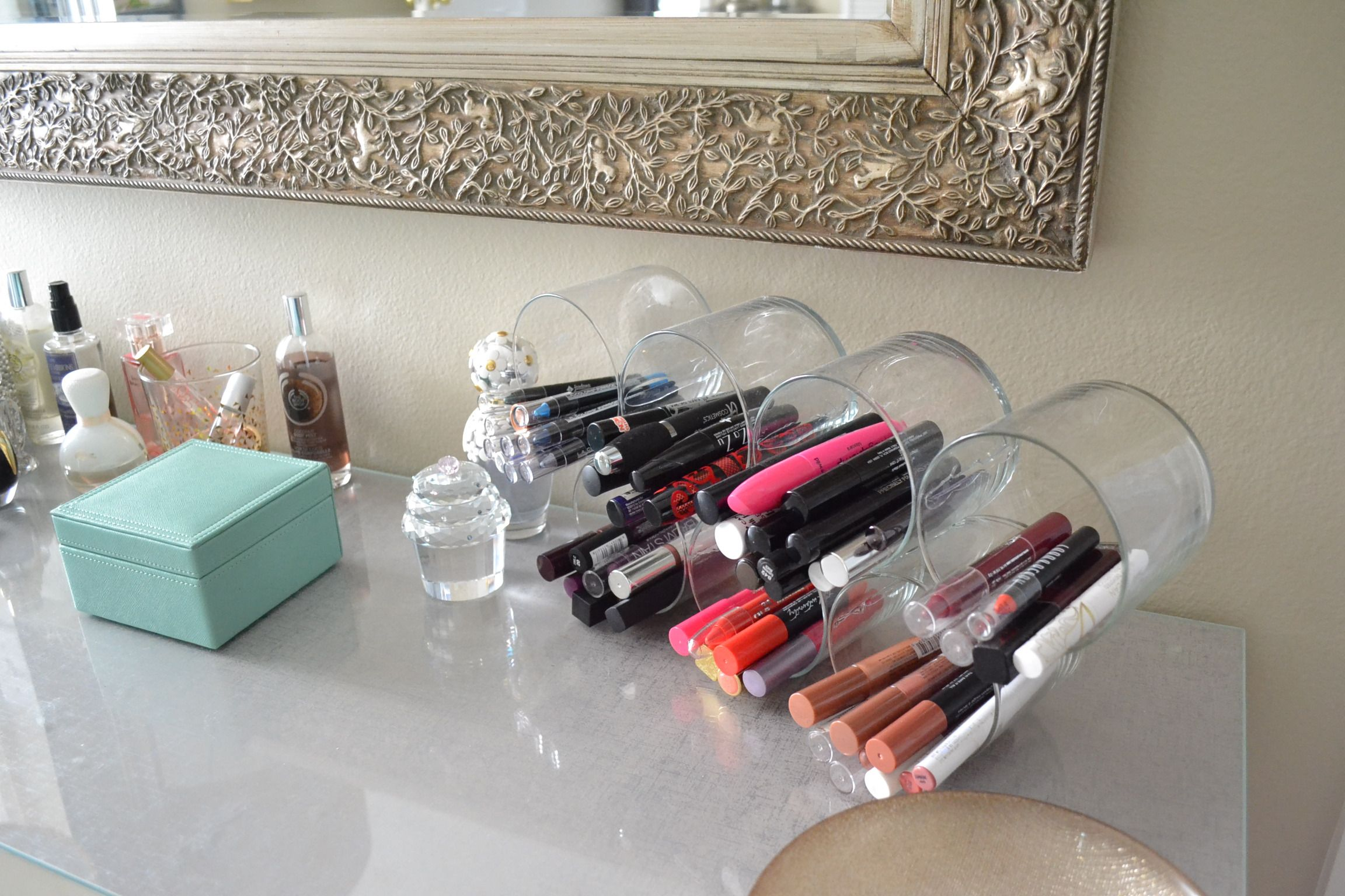 I need this right now cool makeup organizers pinterest makeup do you have a lot of makeup get yourself a proper acrylic makeup organizer and sorting will never be a problem solutioingenieria Image collections
