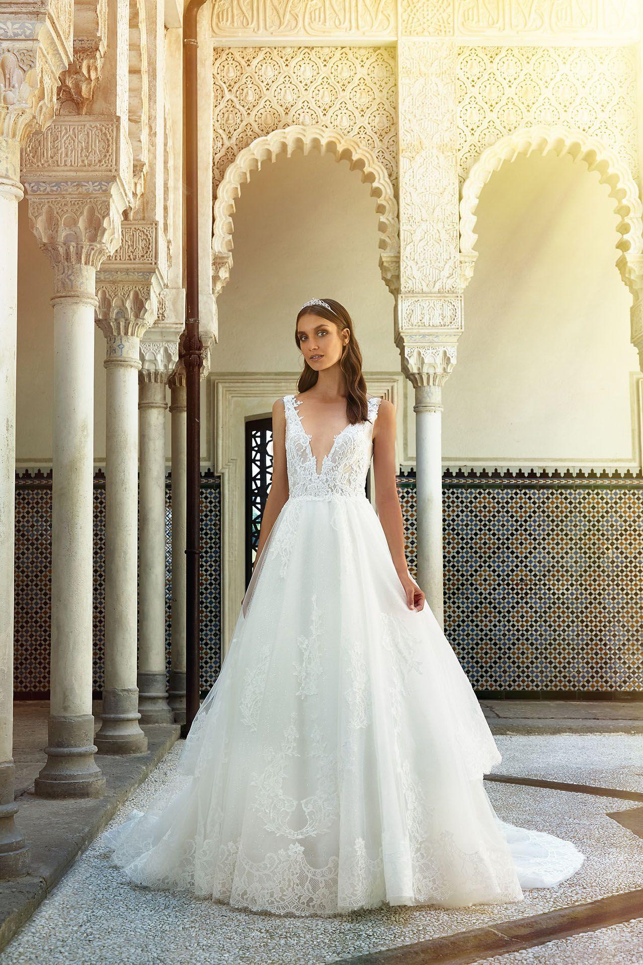aa0b7c75a956 MODELLO LV 0418 Meraviglioso abito da sposa romantico con bustino in pizzo  Leavers ricamato a mano